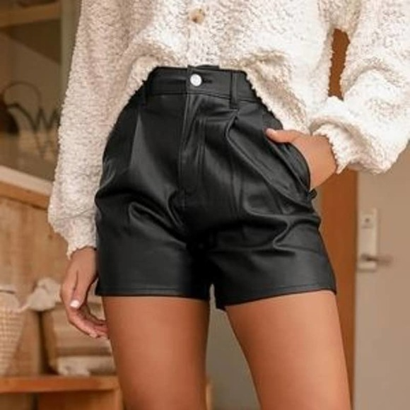 LEVI'S High Rise Faux Leather Shorts NWT 27